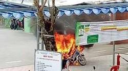 Huế: Xe máy bất ngờ cháy rụi khi đang đậu trong trường đại học