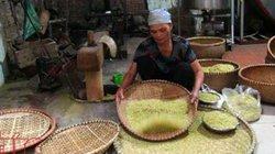 Cận cảnh từ A - Z quy trình làm cốm thơm nức của làng cốm Mễ Trì
