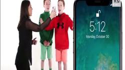 """Clip: Lần đầu tiên trẻ sinh ba """"đánh bại"""" Face ID của iPhone X"""