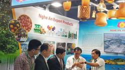 Nghệ An bố trí cán bộ giỏi ngoại ngữ giới thiệu gian hàng tại APEC
