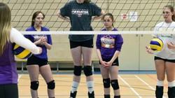 """Nữ VĐV bóng chuyền 16 tuổi cao 2m11: Một mình """"chấp tất"""""""