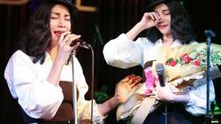Trà Ngọc Hằng rơi nước mắt hát nhạc quê hương trữ tình