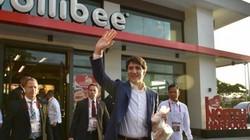 """Thủ tướng điển trai Canada gây """"bão"""" khi mua gà rán ở Manila"""