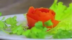 """Hướng dẫn cách tỉa cà chua hình hoa hồng """"dễ như ăn kẹo"""""""