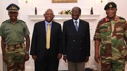 Tổng thống Zimbabwe lần đầu xuất hiện từ khi bị quản thúc