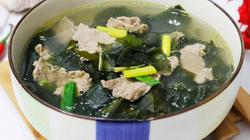 Canh rong biển thịt bò thơm ngọt, nóng hổi cho bữa cơm chiều