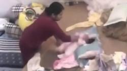 Nóng 24h qua: Bảo mẫu đánh đập, tung hứng bé gái gần 2 tháng tuổi gây phẫn nộ