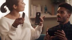 Samsung cười nhạo iPhone, đến lúc Motorola chế giễu Note 8