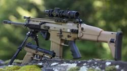 """Bỉ giới thiệu """"hung thần"""" SCAR mới tại triển lãm quân sự Pháp"""