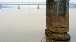 Bao giờ di dời quả bom dài 2,5m ở gần trụ cầu Long Biên?