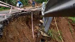 """Quảng Ngãi: Hàng loạt """"hố tử thần"""" xuất hiện sau mưa lớn"""