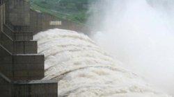 """Phú Yên: Các sông """"no"""" nước, thủy điện tiếp tục xả lũ"""