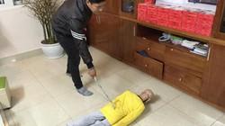 Bé trai 10 tuổi chằng chịt sẹo trên người: Bố đẻ thừa nhận đánh con