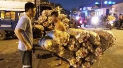 Mỗi đêm chủ vựa thu vài tỷ đồng từ bán nông sản Trung Quốc giá rẻ