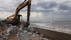 Ninh Thuận: Sóng biển dâng cao trên 3m đánh sập nhiều đê kè