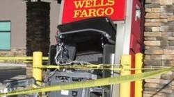 Người đàn ông đấm cây ATM lia lịa vì nhả ra… quá nhiều tiền