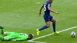 Clip: 10 pha xử lý ngu ngốc nhất năm 2017 của các thủ môn