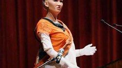 Phản ứng bất ngờ của nữ công dân robot khi được cầu hôn giữa hội nghị