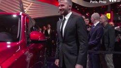 """Dù có bộ sưu tập xế hộp khủng, David Beckham vẫn bị VinFast """"hút hồn"""""""