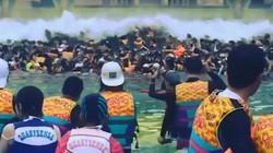 """Bể bơi tạo ra """"sóng thần"""" khổng lồ đủ sức cuốn cả trăm người ở Hàn Quốc"""