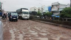 """Cận cảnh quốc lộ 1A ở Bình Định """"nát như tương"""" sau vài trận mưa"""