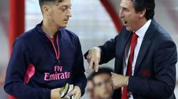 Vì sao Ozil bị gạch tên ở trận Arsenal đại thắng Fulham?