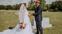 Choáng với bộ ảnh cưới diễn ra tại nghĩa trang