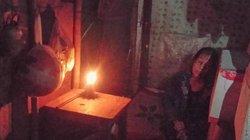 Huế: UBND phường nói gì về việc người phụ nữ 5 năm leo lét đèn dầu?