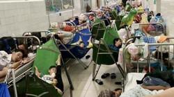 """Quảng Ngãi: Bệnh viện """"cháy"""" giường vì bệnh tay chân miệng"""