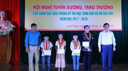 Supe Lâm Thao trao 437 phần quà cho học sinh giỏi, đỗ đại học