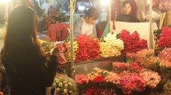 Hà Nội: Thị trường hoa 20/10 giá không đắt vẫn tiêu thụ chậm