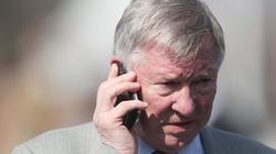 Ai đã buộc Sir Alex Ferguson phải rời M.U hồi Hè 2013?