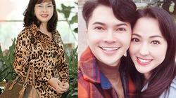 Mẹ Nam Cường cùng con trai đi mua quà cho con dâu ngày 20.10