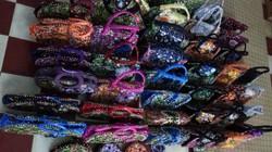 Ảnh: Bộ sưu tập túi xách làm từ vỏ bao mì tôm đầy sắc màu của kỷ lục gia VN