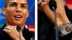 """""""Lác mắt"""" vì món đồ """"độc"""" 53 tỷ Ronaldo mang về M.U để lấy may"""