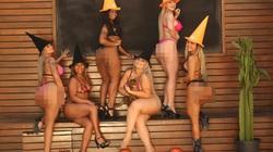 Hoa hậu Siêu vòng 3 Brazil làm nóng lễ Quỷ ám