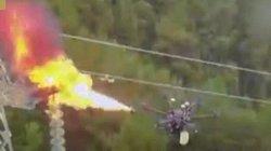 """Máy bay không người lái phun lửa đốt rác """"giải cứu"""" đường điện cao thế"""