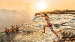 """""""Hồ bơi của quỷ"""" nằm trên đỉnh thác nước cao hơn trăm mét"""