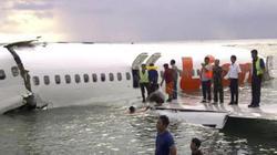 Máy bay Indonesia lao xuống biển: Tìm thấy 2 hộp đen