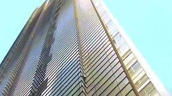 Rùng mình người đàn ông 56 tuổi tay không chinh phục tòa nhà chọc trời