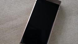 """Smartphone nắp gập giá 70 triệu đồng của Samsung lộ """"ảnh nóng"""""""