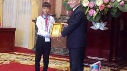 Cậu học trò nghèo được Tổng Bí thư, Chủ tịch nước tặng ảnh Bác Hồ
