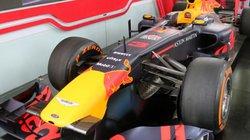 Ảnh: Chiếc xe đua F1 đầu tiên lăn bánh tại Hà Nội có gì đặc biệt?