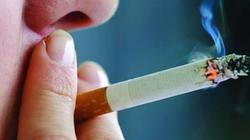 Bố thường xuyên hút thuốc lá trong nhà, con trai 15 tuổi mắc ung thư phổi?