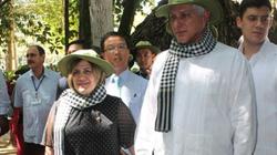 Chủ tịch Cuba thích thú quấn khăn rằn đội mũ tai bèo thăm địa đạo Củ Chi