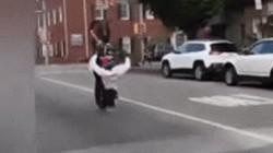 Video: Bốc đầu ngổ ngáo, lái xe nhận quả đắng ngắt