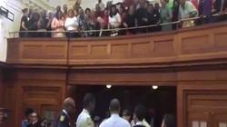 Phản ứng bất ngờ của dân khi 3 kẻ cưỡng hiếp bị kết án ở Nam Phi