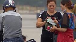 """Ngỡ ngàng trước cách """"phát hành"""" vé Việt Nam vs Malaysia ở chợ đen"""