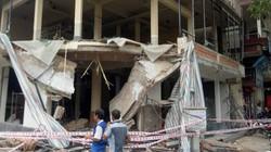 TP.HCM: Sập ban công nhà 2 tầng đang thi công, 2 người nguy kịch
