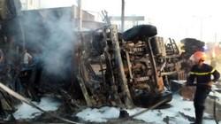 Xe bồn chở xăng đâm sập trụ điện gây cháy nhà, 6 người thiệt mạng